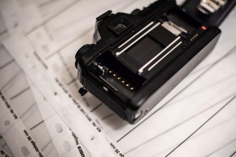 Styki w mojej analogowej lustrzance Nikon F301 (w USA znany jako N2000)